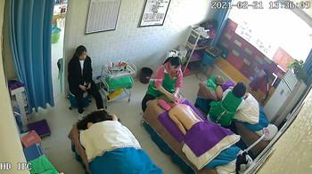 【線上x20】清純學生妹制服在家騷氣用假屌自慰~奶大逼粉實屬尤物